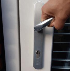 Krukbed. meerpuntssluitingen dubbele deuren